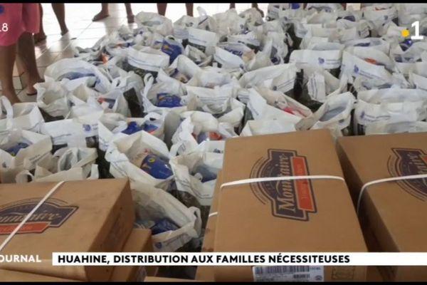 Distribution de denrées alimentaires à Huahine