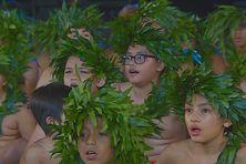 Chant traditionnel des garçons.