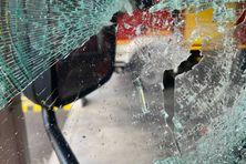 Camion pompier vitre brisé