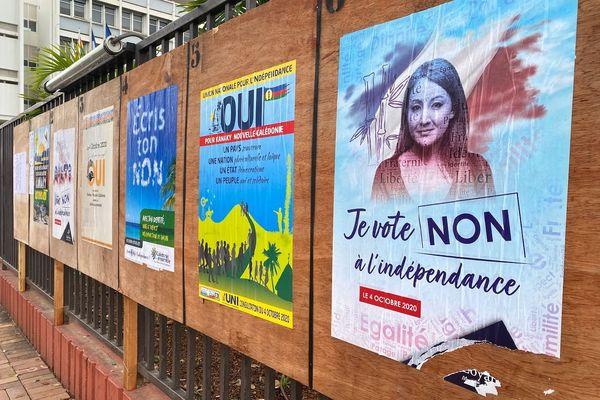 Référendum 2020, panneaux d'affichage électoraux, Nouméa, côté Non des Loyalistes
