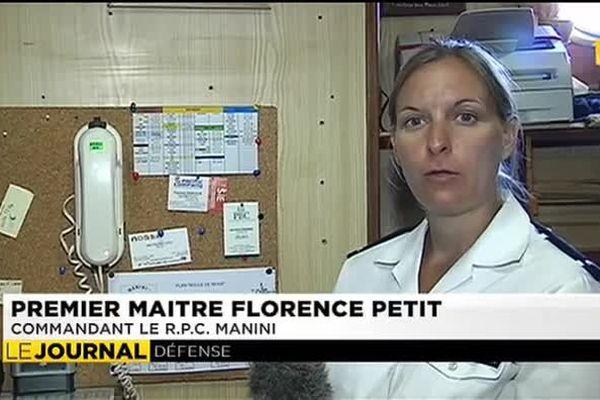 Une femme officier marinier commandant de bateau