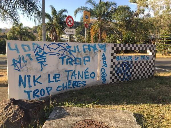 Un tag dénonce les tarifs de Tanéo à Yahoué.