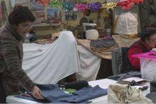 Les membres des zigotos fabriquent des costumes d'antan sur le thème de la pêche dans le cadre de l'appel à projets lancé dans le cadre de l'inscription de Saint-Pierre et Miquelon au patrimoine mondial de l'Unesco