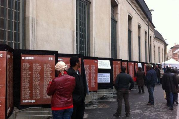 De nombreux visiteurs ont consulté les panneaux pédagogiques