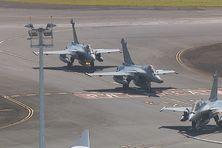 Les trois rafales au roulage sur le tarmac de l'aéroport de Tahiti-Faa'a.