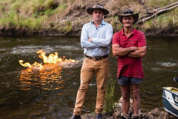 Australie : une rivière prend feu