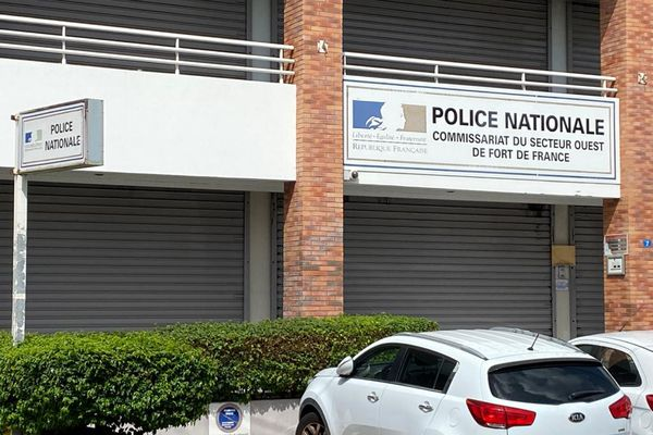 Police / commissariat / Clairière
