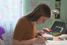 Julie Urdanabia, 12 ans, artiste peintre et maquilleuse