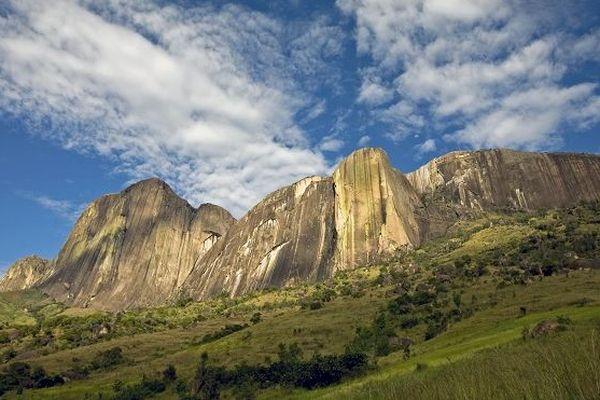 Les falaises de Tsaranoro.