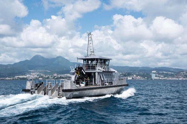 Marine nationale / chaland la Luciole