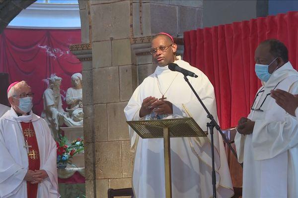 Mgr Macaire à la Cathédrale de Basse-Terre