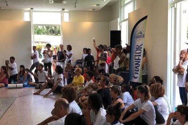 Public à la journée Internationale du Yoga