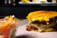 Burger de banane plantain est le plat proposé par Francess, food truckeuse