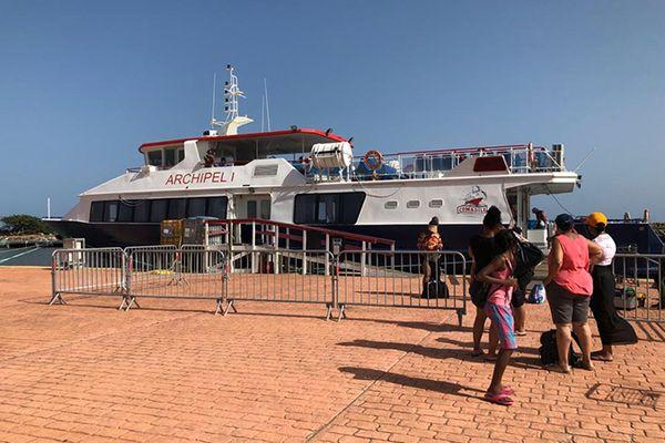 Ecouter les Outre-mer- Guadeloupe - Navette maritime : embarquement à La Désirade, direction Saint-François !