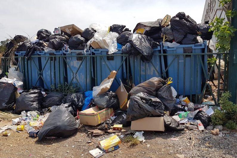 Des poubelles qui débordent à Mamoudzou