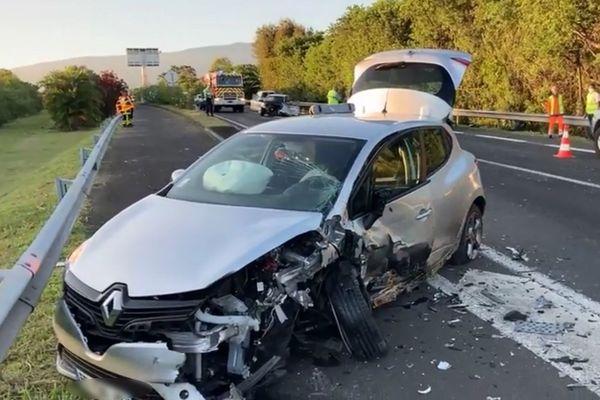 Véhicule accidenté 13 11 2020 RN 2 Saint-Benoît