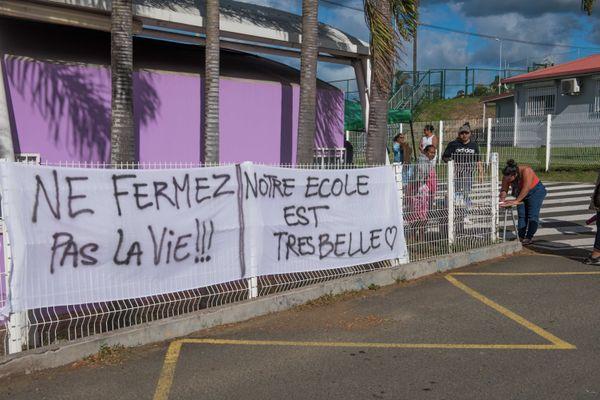 Mobilisation fermeture école Bardou