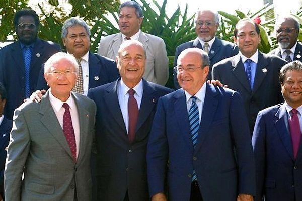 Jacques Chirac entouré de gaston Flosse et de jacques Lafleur à la réunion France-Océanie en 2003