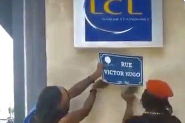 Panneau de rue Victor Hugo arraché en Martinique