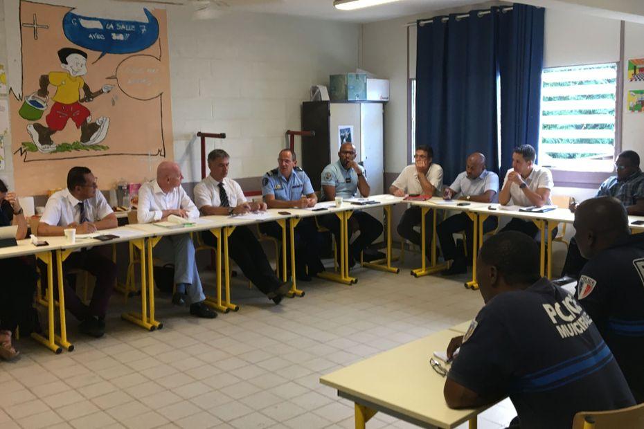 Lutte contre l'insécurité autour des établissements scolaires : une rencontre a eu lieu entre les élèves du Lycée professionnel de Dzoumogné et les services de l'Etat - Mayotte la 1ère