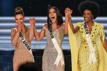 Miss Jamaïque, Davina Bennett à droite avec Miss Colombie et Miss Afrique du Sud