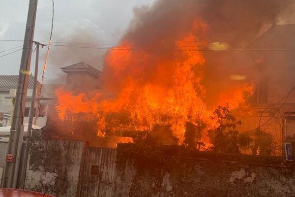 incendie case créole abandonnée rue labourdonnais saint-Denis 231119