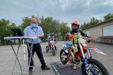 """Enzo """"33 Fasty Foxy"""" Hoarau, lors des championnats de France de Supermotard"""