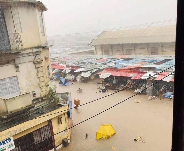 Pluie diluvienne sur Tana