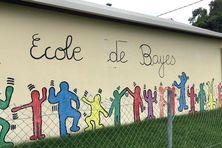 La façade de l'école de Bayes, à Poindimié.
