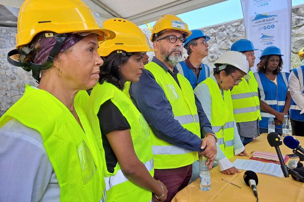 Visite du chantier de la NRL avec Huguette Bello
