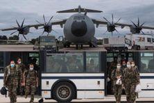 Base aérienne d'Orléans : des renforts médicaux des forces armées en partance pour la Martinique.