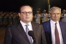 Le Président de la République, François Hollande, à ses côtés, Claude Bartolone président de l'Assemblée Nationale (09 mai 2015)