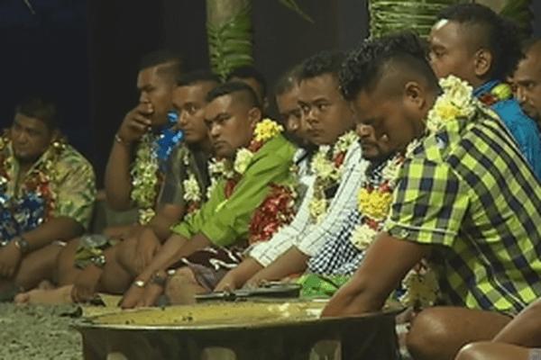 préparation du kava par des jeunes futuniens