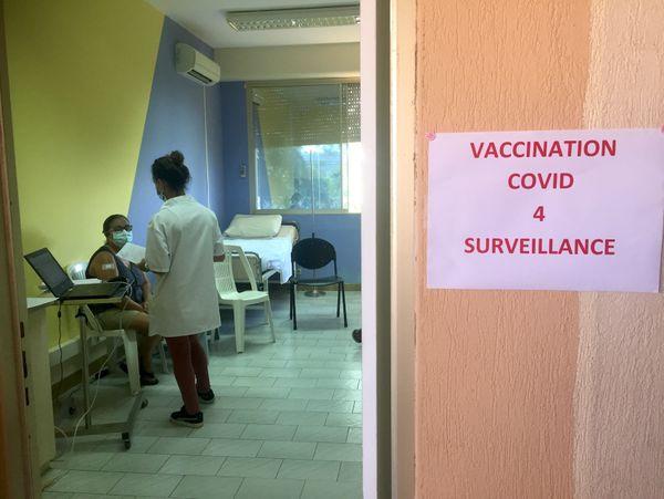 Covid, vaccination au dispensaire de La Foa, 16 mars 2021