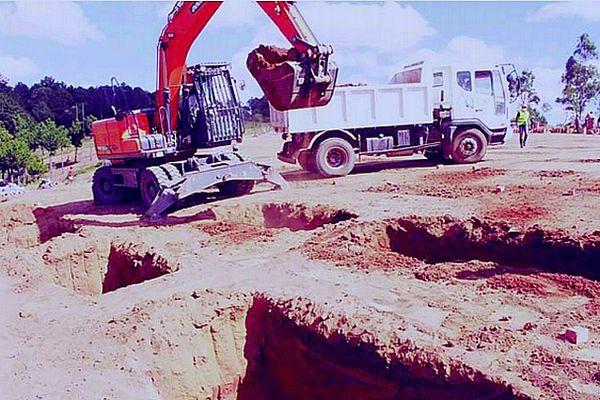 Construction d'un cimetière et 500 tombes en urgence à Tana Crise Covid avril 2021