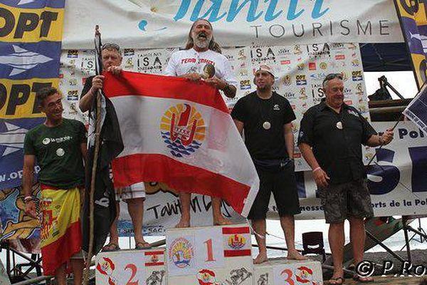 Champion du monde surf à 60 ans !