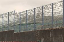 Vue extérieure du centre pénitentiaire de Ducos