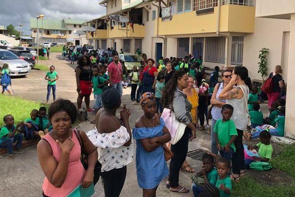 Evacuation à l'école Joseph Symphorien à Saint-Laurent