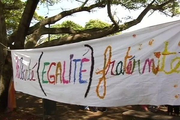 Mariage pour tous : banderole (liberté, égalité, fraternité)