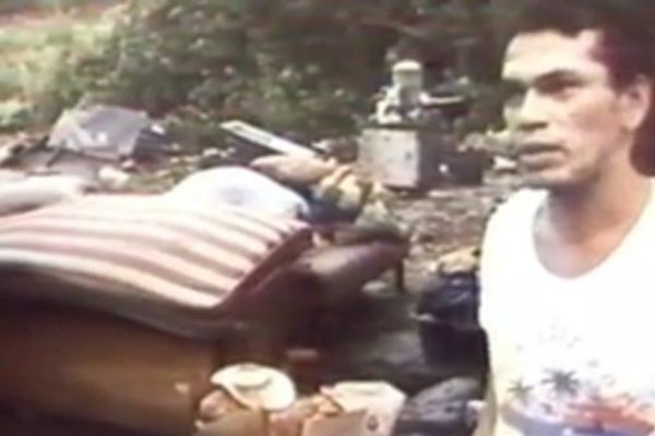 Cet habitant a vu sa maison complètement détruite par le cyclone