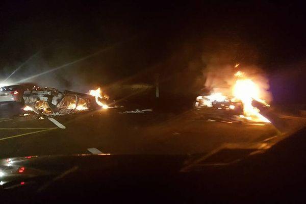 Païta. Voitures brûlées La Tamoa. Riz de St Vincent
