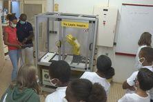 Présentation du robot aux professeurs et élèves