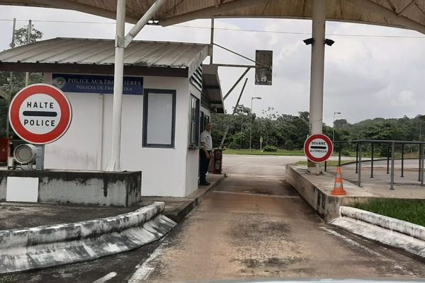 Poste frontière à Saint-Georges de l'Oyapock