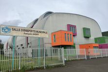 Traditionnellement, la salle Anewy près de la vallée-du-Tir est un des centres d'hébergement de Nouméa en cas de cyclone.