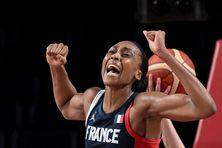 La joie de Sandrine Gruda, médaillée de bronze aux Jeux olympiques de Tokyo.