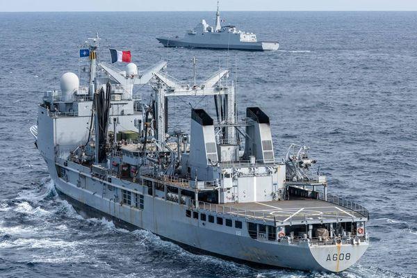 Marine nationale / 2 frégates en mer