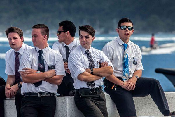 De jeunes Mormons ont fait leur rentrée des classes à Teahupo'o. 18/08/14