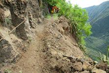 Le sentier de la canalisation des orangers, recouvert par des blocs rocheux sur 5 mètres de long le 4 avril dernier, est à nouveau accessible aux randonneurs.