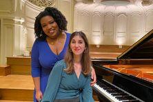 La soprano guyanaise Marie-Laure Garnier et la pianiste Celia Onto Bensaid pendant l'enregistrement de leur album en duo.