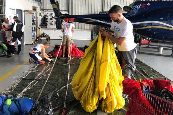 Rsma : Le grand saut en parachute pour récompenser trois jeunes volontaires